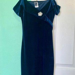 Elegant velvet off shoulder fitted velvet dress